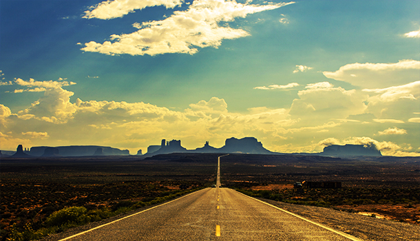 the-road-into-monument-valley-view-famous